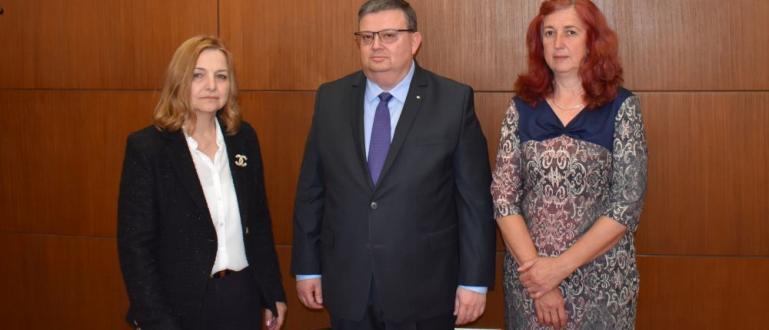 Главният прокурор Сотир Цацаров награди прокурора по делото за разпространение