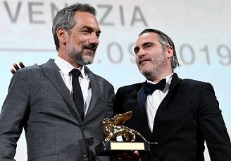 """""""Жокера"""" грабна наградата за най-добра лента """"Златен лъв"""" на филмовия"""