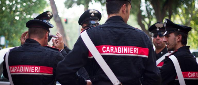Полицията в Южна Италия е конфискувала над тон кокаин, скрит