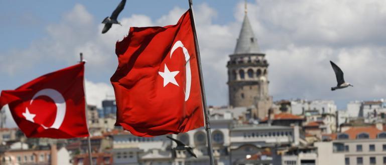 Пристигащите в Турция туристи ще плащат допълнителен данък от 2%