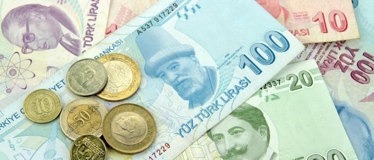 Британската лира поскъпна към 32-месечен връх спрямо долара и спрямо