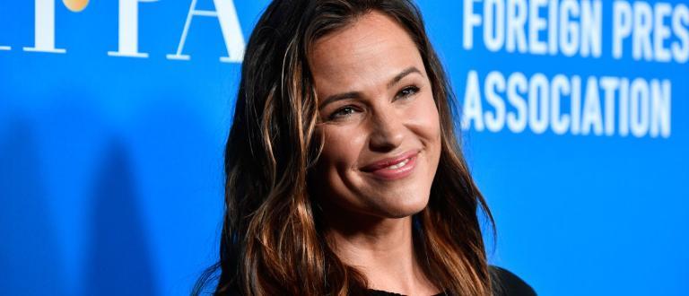 Нейна снимка е на обложката муАмериканската актриса, продуцент и общественик