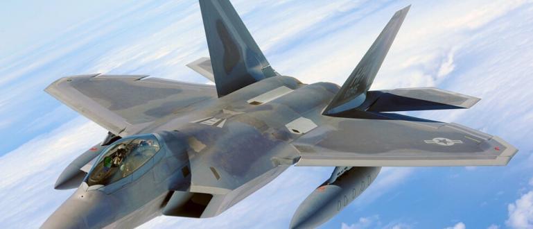 Самолет на испанските военновъздушни сили се е разбил в морето