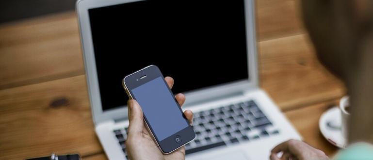 Русия забранява продажбата на смартфони и на компютри без предварително