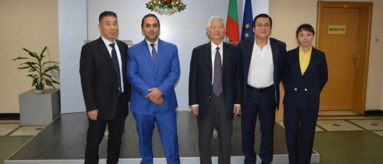 Първият сертифициран от Европейския съюз китайски производител на електробуси и