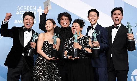 """Корейският трилър на Бонг Джуун-хоу """"Паразит"""" стана първата чуждоезична продуцкия"""