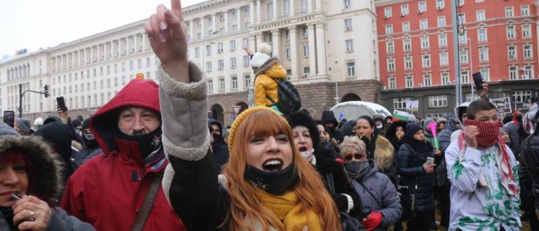 С пенси и танци ресторантьори излязоха на национален протест заради