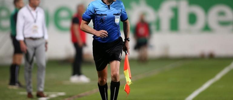 Международният футболен рефер Веселин Мишев е на прага на рекорд.