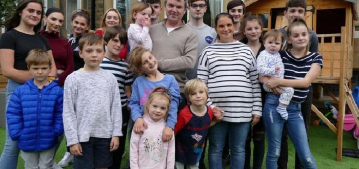 Вече имат11 момичета и 10 момчетаНай-многодетното семейство във Великобритания ще