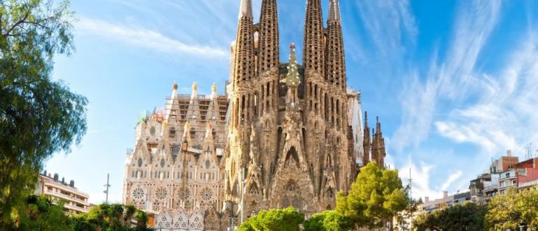 Известната базилика в Барселона Саграда Фамилия отвори врати за посещение